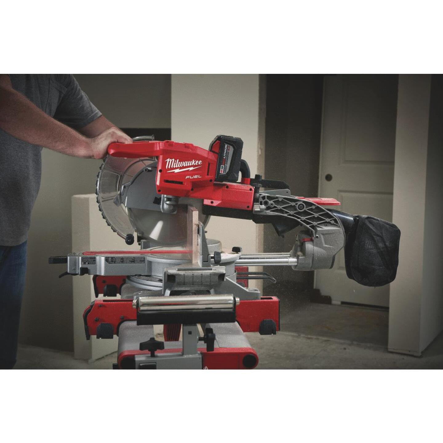 Milwaukee M18 FUEL 18-Volt Lithium-Ion Brushless Dual-Bevel Sliding Compound Cordless Miter Saw Kit Image 2