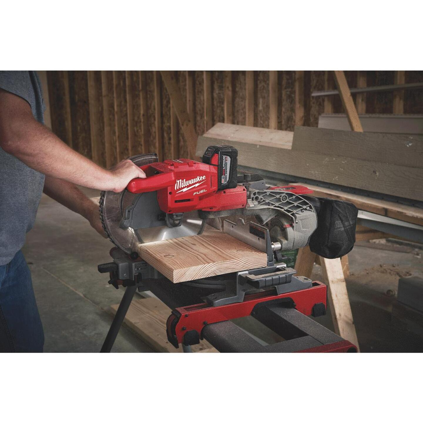 Milwaukee M18 FUEL 18-Volt Lithium-Ion Brushless Dual-Bevel Sliding Compound Cordless Miter Saw Kit Image 4