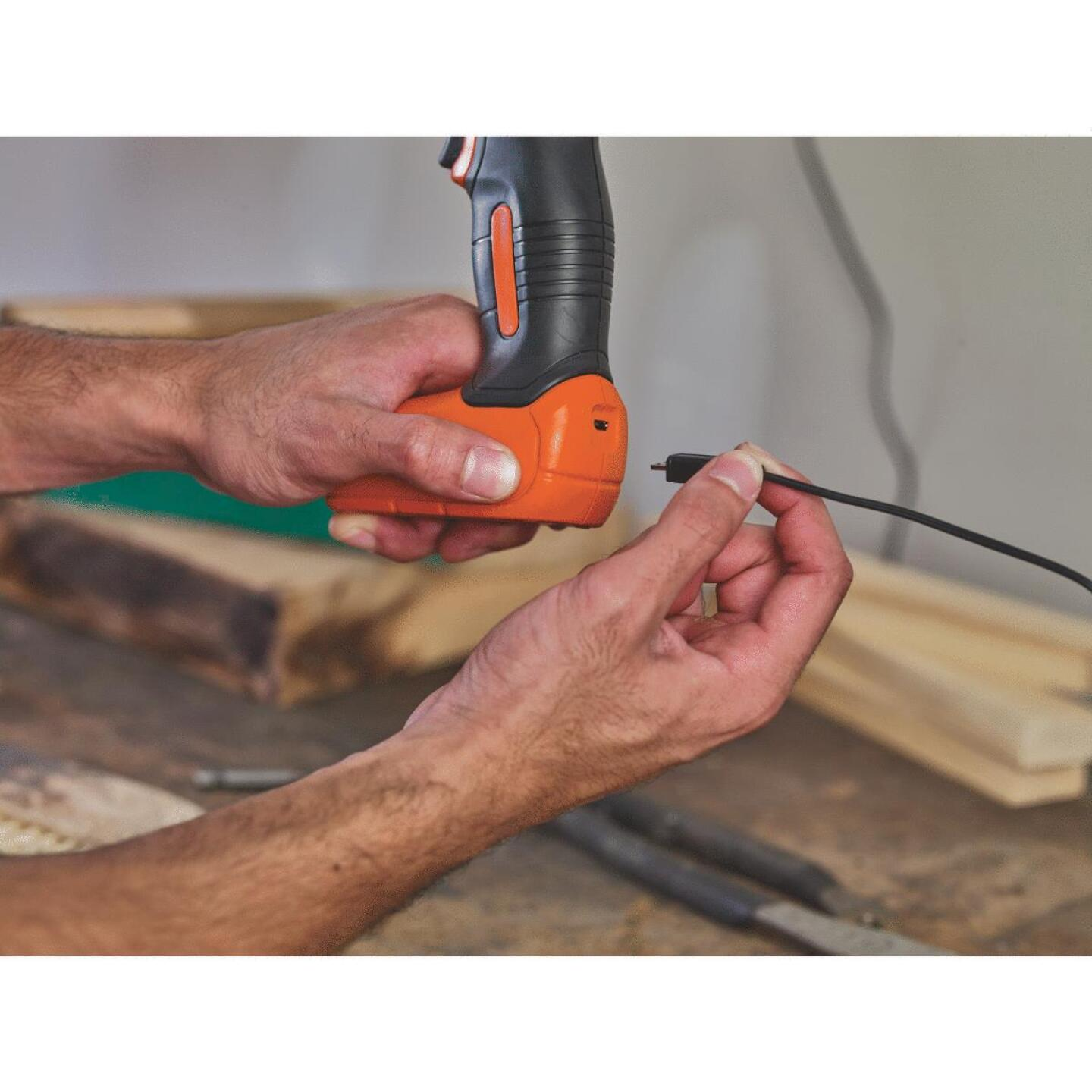 Black & Decker 8 Volt Lithium-Ion 3/8 In. Cordless Drill Kit Image 7