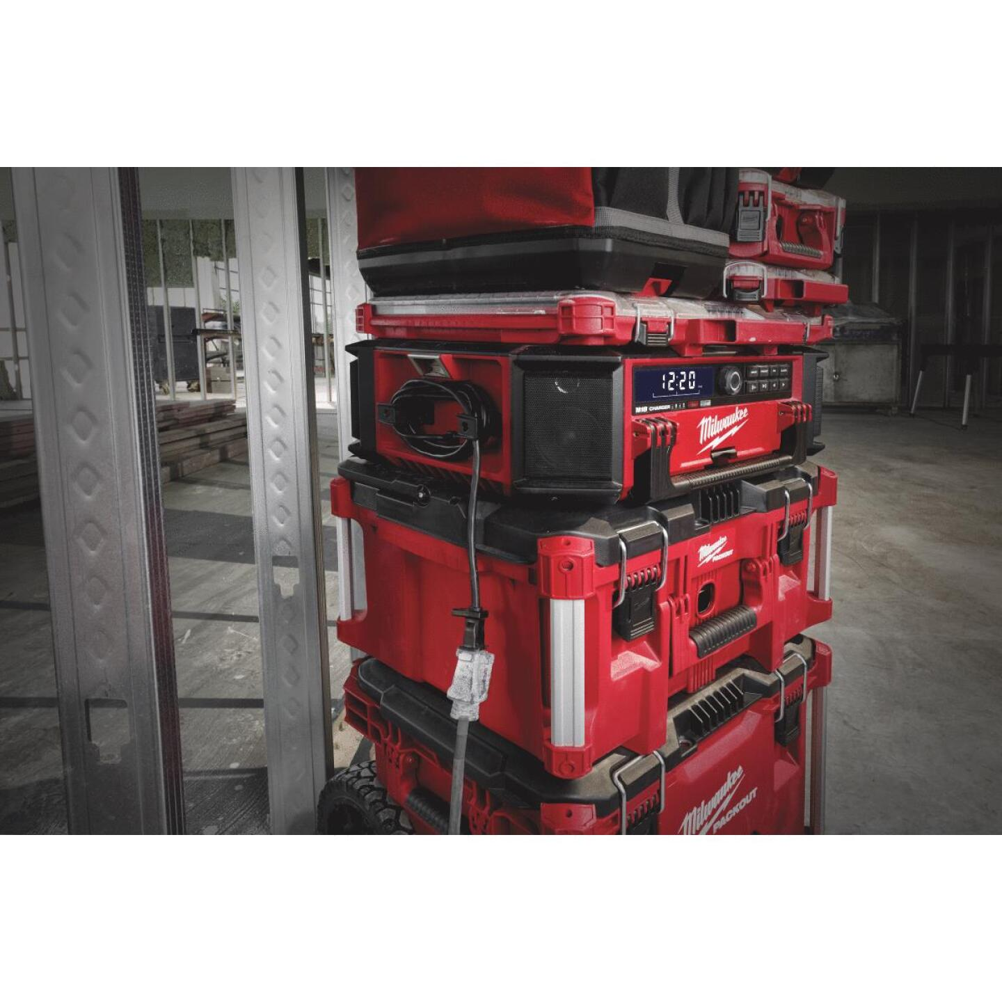 Milwaukee M18 PACKOUT 18 Volt Lithium-Ion Cordless Jobsite Radio and Battery Charger Image 2