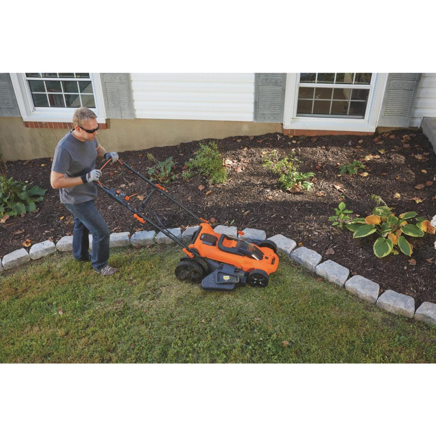 Black & Decker 20 In. 40V MAX Lithium Ion Push Cordless Lawn Mower Image 2