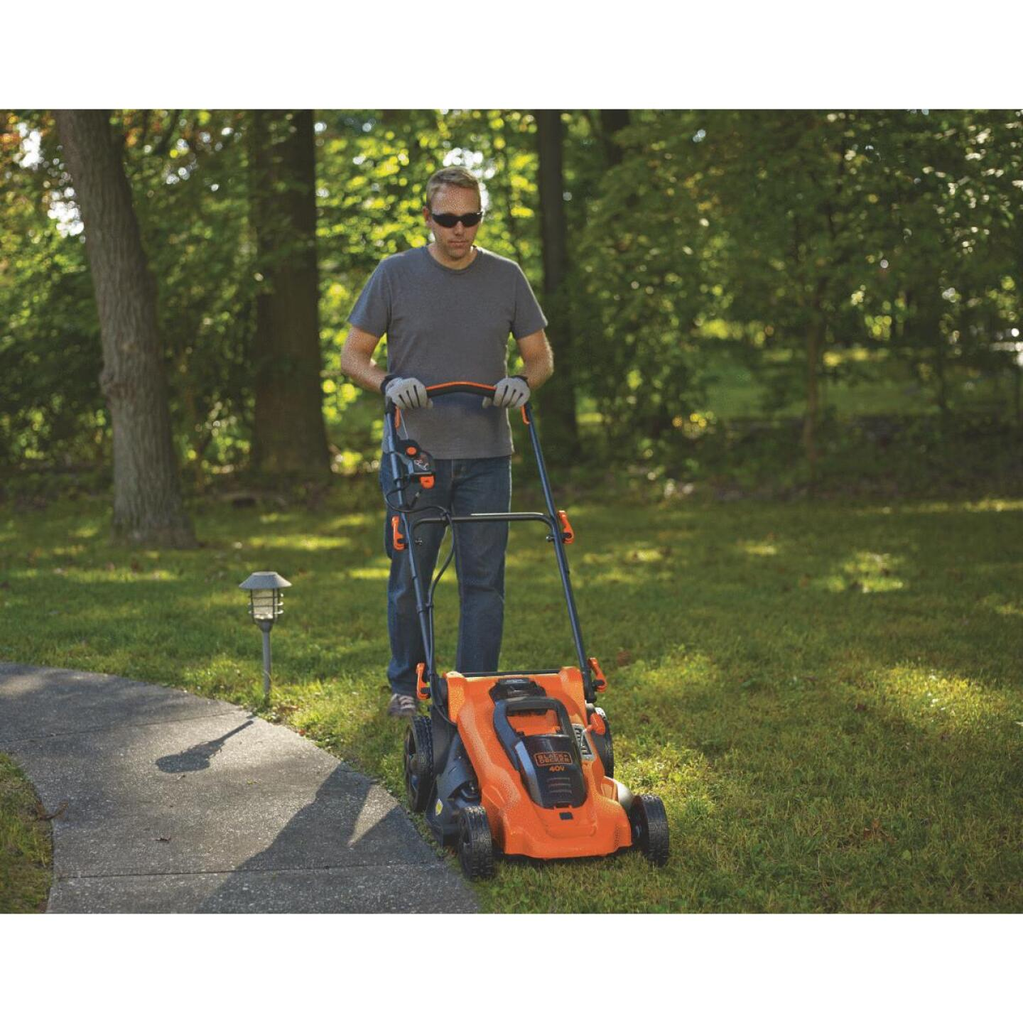 Black & Decker 20 In. 40V MAX Lithium Ion Push Cordless Lawn Mower Image 3